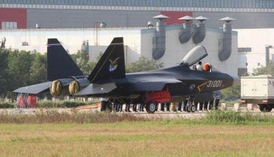 本月亮相的中国第二款五代机歼-31