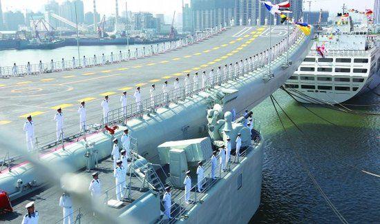 """资料图:中国首艘航母""""辽宁舰""""将用于摸索、试验过渡阶段。"""
