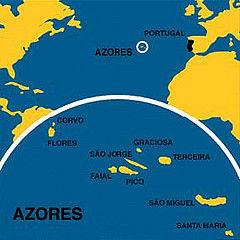 亚速尔群岛位置处在北大西洋靠近欧洲大陆一侧(图中小圈处)