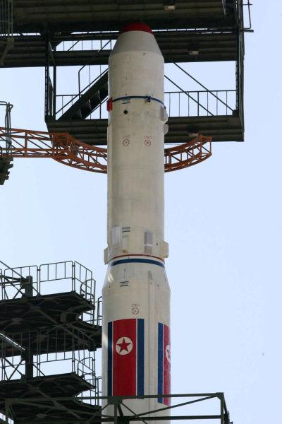 银河3号火箭安装在发射架上等待发射