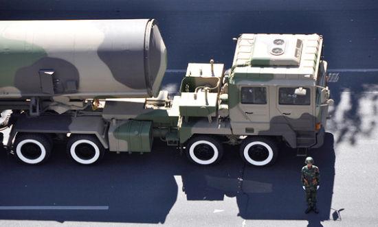 东风-31A能从青海发射打击美国导弹基地,图为参加阅兵的公路机动DF-31A