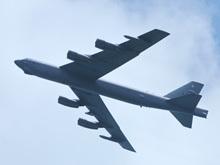 美军B52战略轰炸机大角度爬升