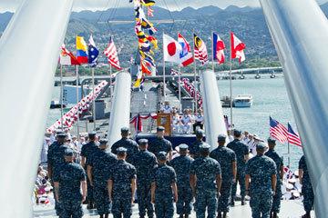 """环太平洋联合军演开始前,多国海军在""""密苏里""""号上举行纪念活动"""