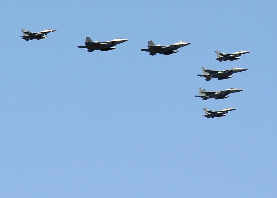 美韩海上军演中美国空军F-22A战机首次亮相日本海