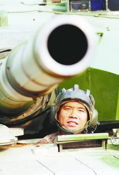 资料图:贾元友和他的99式坦克