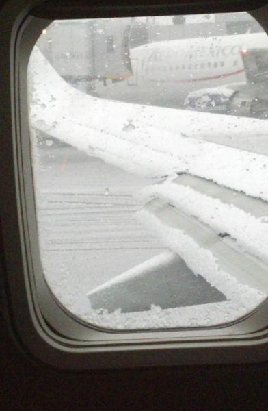 虽然确保飞机起飞前机翼无冰似乎很简单,但是要发现几乎看不见的薄冰
