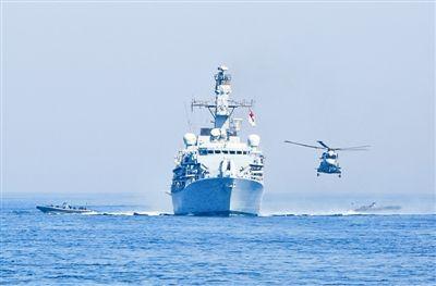图:参加演习的兵力进行反海盗演练。