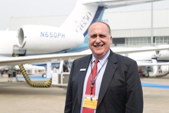 湾流企业传播事务部副总裁史蒂夫接受新浪航空专访。