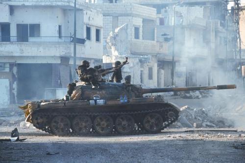 叙政府军坦克5日在古赛尔镇巡逻。