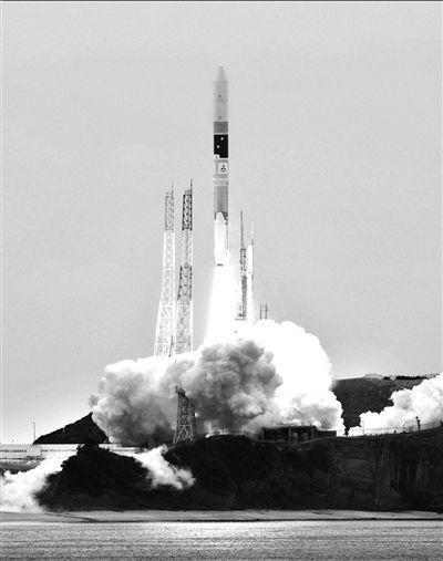 日本H2A火箭发射升空
