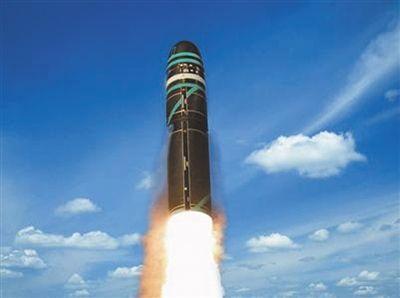 法国M51 弹长:13米弹重:54吨射程:6000至10000公里弹头:能够搭载6枚核弹头