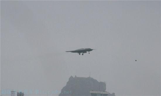 中国利剑无人作战攻击机成功首飞