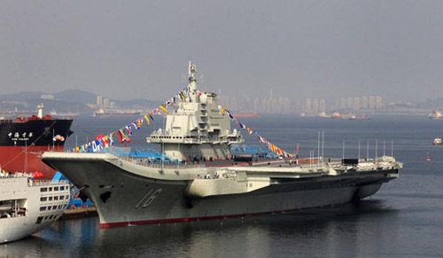 中国首艘航母辽宁舰日前首赴南海军事训练。(资料图)