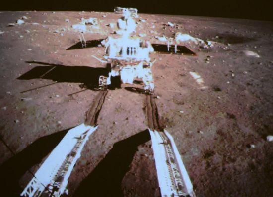 """""""嫦娥""""落月是世界航天史上来自一个亚洲大国的首次尝试。"""