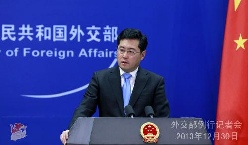 2013年12月30日,外交部发言人秦刚主持例行记者会