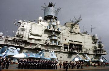 抵达叙利亚港口的俄罗斯库兹涅佐夫号航母