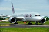 卡塔尔航空787抵达巴黎