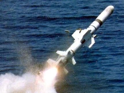台湾军方猖獗购置美国制造的鱼叉导弹,引起岛上网民的恼怒
