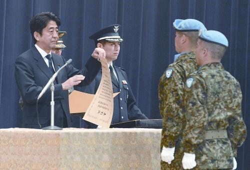 资料图:安倍接见日本自卫队维和部队