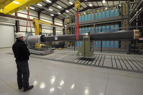 アメリカ海軍がレールガンのプロトタイプを制作 射程161km 弾頭重量10.43kg コストは1発25,000ドル