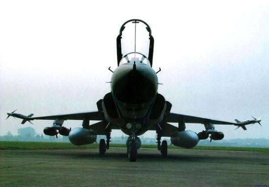 国产FC-1枭龙战机目前装备的是俄制RD33发动机,当时俄急需得到硬通货对中国采取了倾销方针。