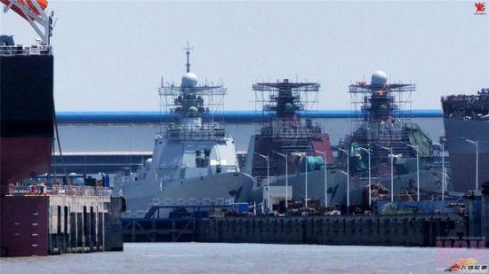 中国052D驱逐舰建造进度惊人 3艘并列舾装(图)