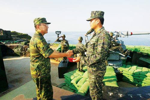 资料图:驻守在太平岛的台军部队。