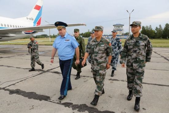 解放军军事代表团访问俄罗斯
