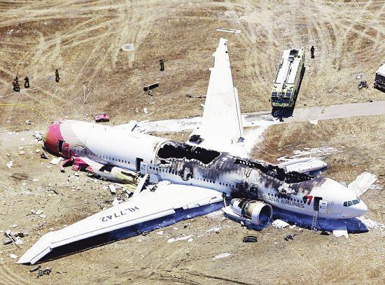 资料图:7月7月凌晨,韩亚航空一架波音777客机在美国旧金山降落时坠毁。