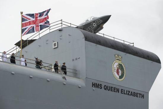 英国航母伊丽莎白女王号下水仪式