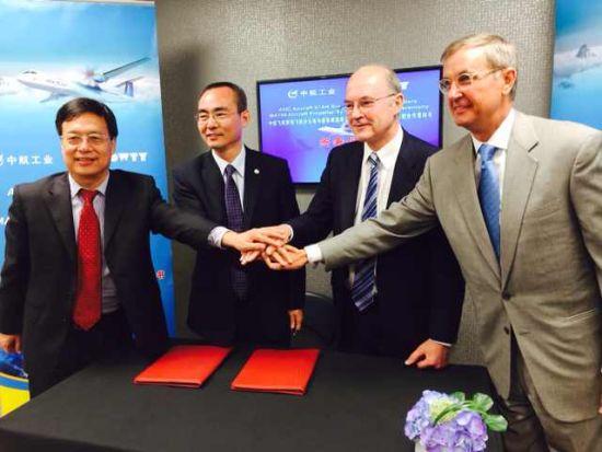 中航飞机西安飞机分公司代表与道蒂螺旋桨公司代表在2014年范堡罗航展