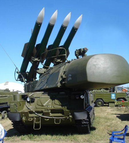 """资料图:9K37""""山毛榉""""地空导弹系统发射车,该车具备较完整的独立作战能力。"""