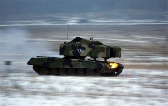资料图:随TOS-1A运抵伊拉克的还有其配套装填车