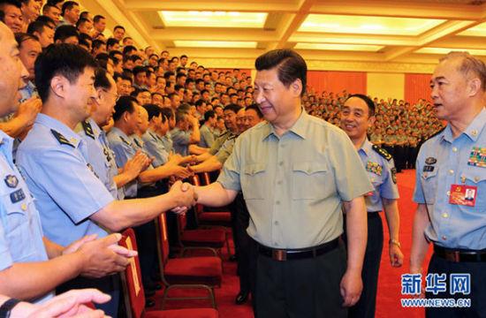 图为6月17日,习近平在北京接见空军第十二次党代会代表