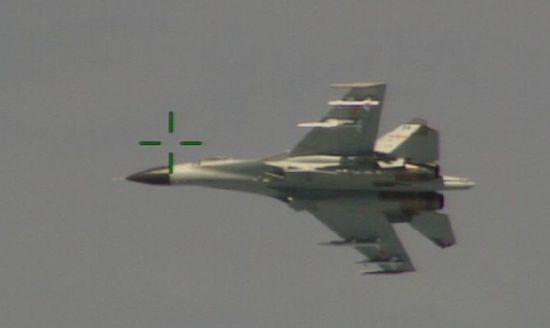中国战机拦截美军机