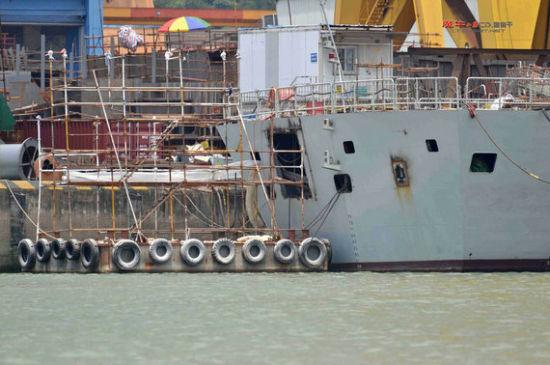 资料图:新054A船尾开口疑似加强反潜