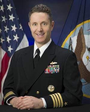 """资料图:""""考彭斯""""号原舰长,美国海军上校格姆波特"""