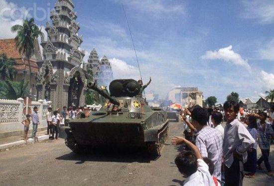 资料图:越南PT76坦克撤出柬埔寨