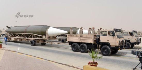 资料图:4月29日,沙特军队在阅兵式上展示了东风3战略导弹部队。
