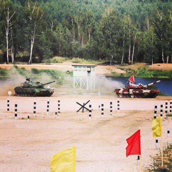 资料图:俄罗斯T72B3M坦克将中国96A坦克撞击逃之夭夭