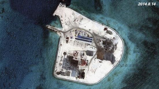 资料图:近一年来,中国在南海多个岛礁进行填海扩建工程进展迅速,中国南海赤瓜礁已成赤瓜岛