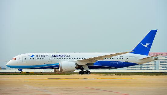 厦航2015年引进的第三架新飞机抵达厦门机场,这是大中华区首架配备空中WIFI的波音787飞机。
