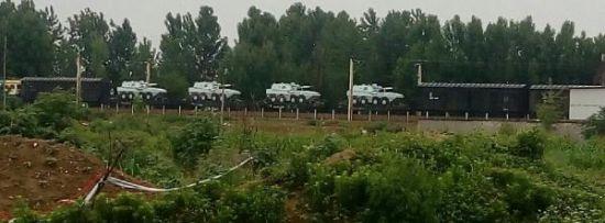 红色涂装的国产122毫米轮式自行榴弹炮。图像来历:浩汉防务论坛