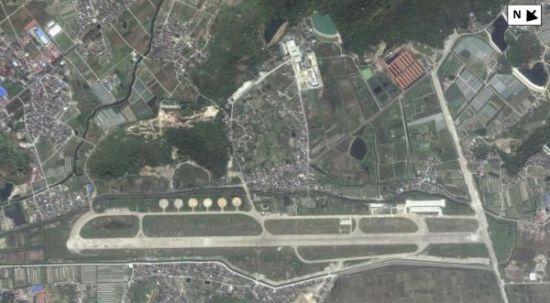 杭州湾上空的卫星照片显示,中国最近翻修了一座备用机场