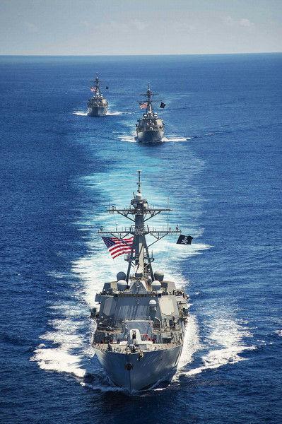 客岁7月斯特蒂姆号与别的2艘美军宙斯盾舰挂海盗旗巡查南海