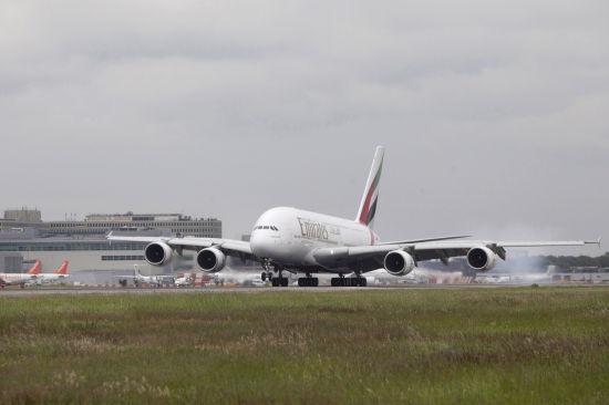 飞机 机场 550_366