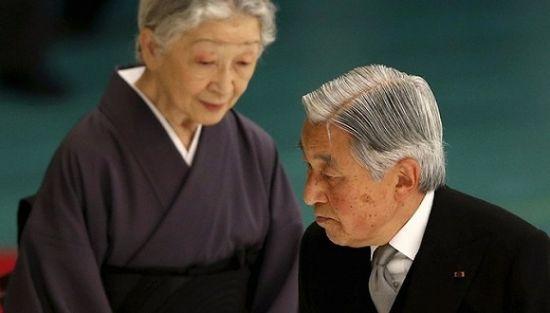 材料图:日本现任天皇明仁天皇与皇后美智子