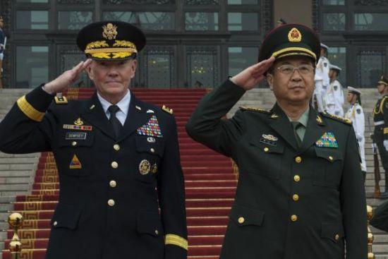 美国参联会主席邓普西与中国总参谋长房峰辉(资料图),中美双方都期望避免意外事件,但是出发点却是不同的