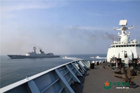南海舰队大批军舰出动摆兵布阵