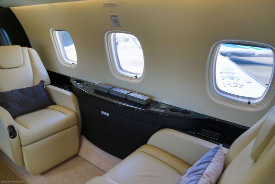 华龙航空莱格塞650公务机内部。
